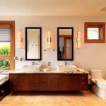 Банята е с двойна мивка