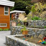 Вътрешен двор с пясъчник за игра на децата