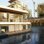 Почти като стандартна двуетажна  къща... но на вода!
