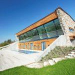 Къщата е частна луксозна резиденция, изградена край Каварна