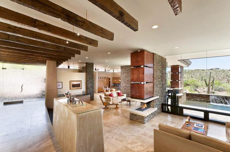 Дървените греди са в красив контраст с белия таван...