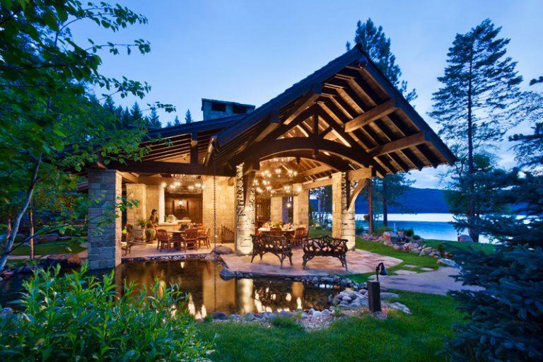 Архитектурна приказка на брега на езерото