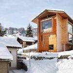 Къщите се отличават на фона на останалите сгради с натуралната си естетика