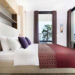 Спалня в богати земни тонове
