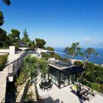 Архитектурно великолепие на върха на хълма...