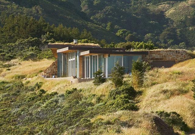 Къщата, която се скри в хълма…