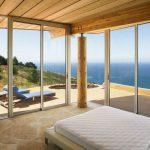 Спалнята предлага чудесен изглед към океана