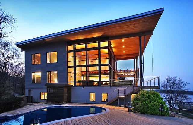 """""""Зелена"""" къща се оглежда в синевата на океана…"""