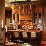Кухня с пъстър мозаечен гръб и  бар-плот