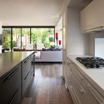 Кухнята е решена в светли цветове