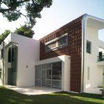 Къща с характерна архитектурна идентичност