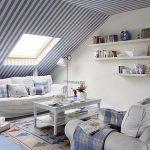 Скосените стени и тавани са подходящи за декорация с райета