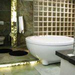 Декорация с естествен камък Slate Lite и преградна стена от стъклени тухли