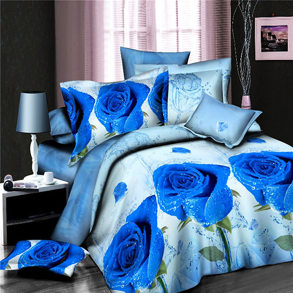 Сини рози в еглото