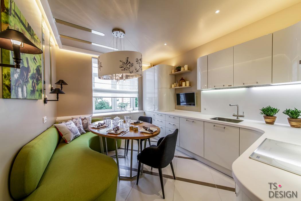 Кухня в бяло и зелено за младо семейство