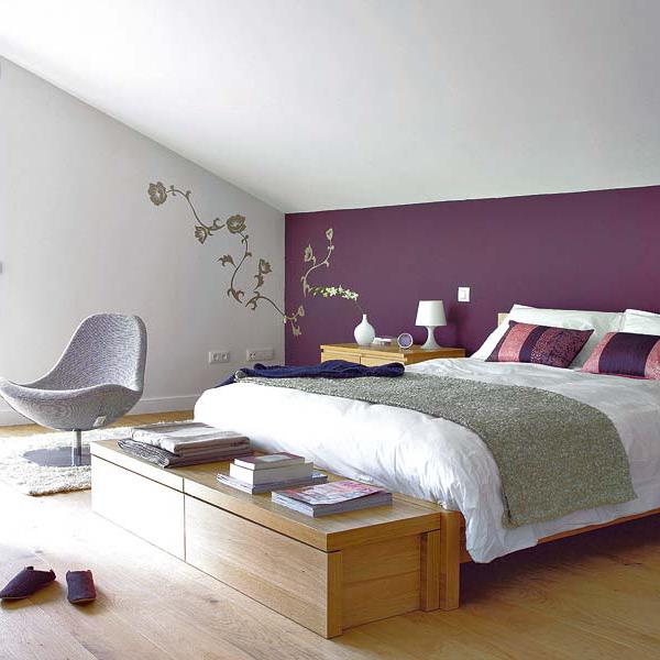 Букет от лилави аромати в спалнята