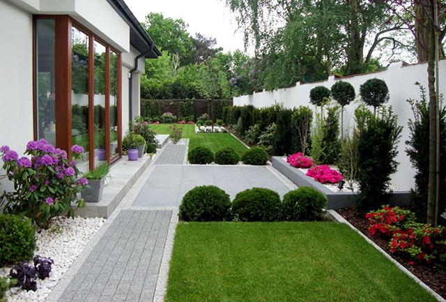 Поезия на цветове и форми в градината...