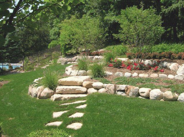 Как камъкът се влюби в градината... или пък обратното?