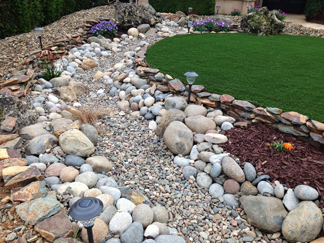 Как и защо в градината потекоха реки от камък...