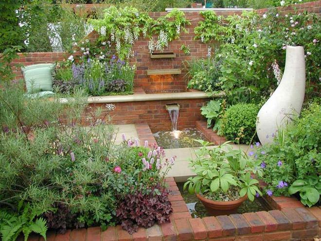 Градината - още по-ефектна с декоративни водни елементи