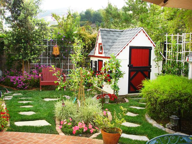 Градината – приятел и на децата