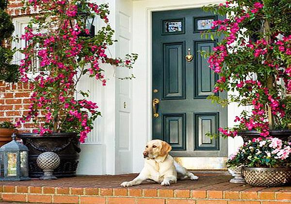 Декорация на входовете към къщата и градина