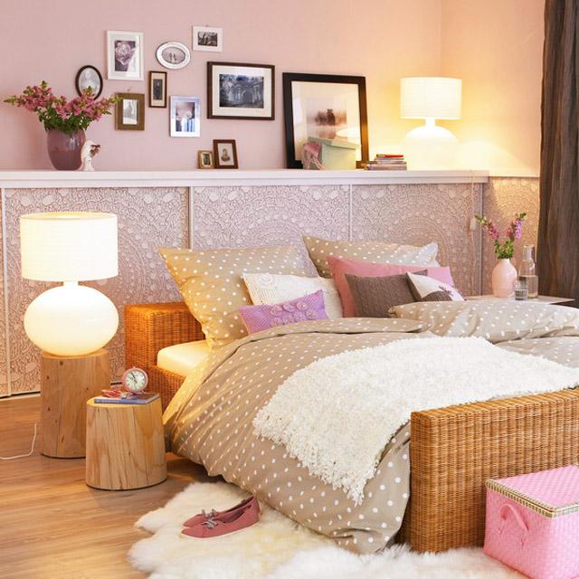 Декорация на стената зад леглото в спалнята