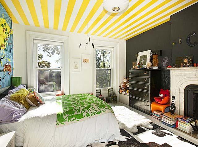"""Цветни """"зебри"""" на... стената и тавана!"""