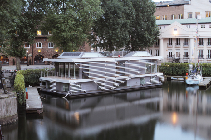 Очарованието да живееш в плаваща  къща