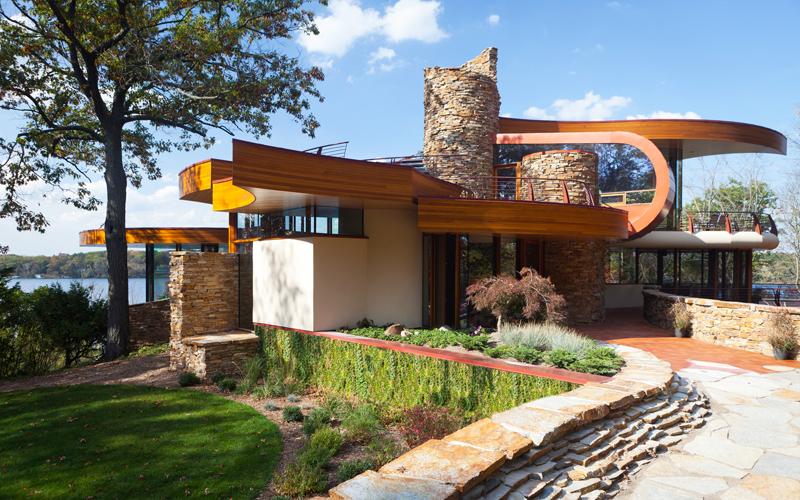 Архитектурен валс в прегръдките на хълма