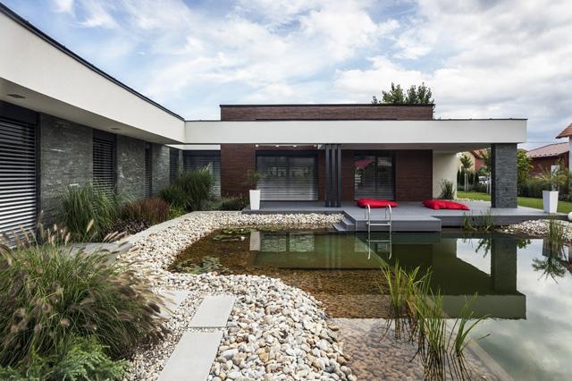 Едноетажна къща с модерна архитектура в Унгария