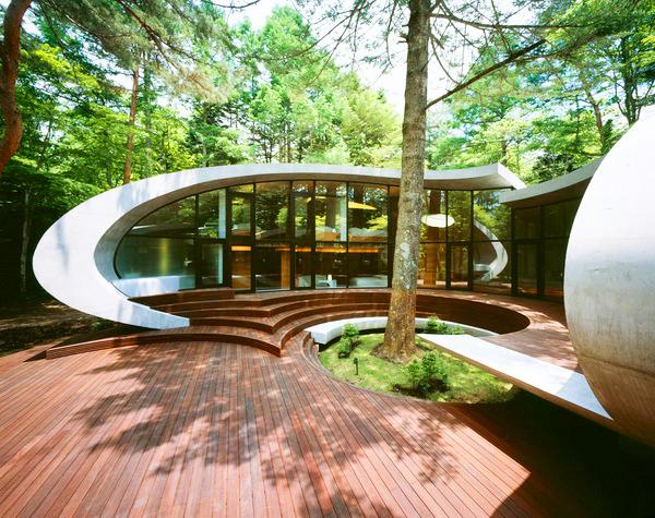 Къща като кадър от фантастичен филм