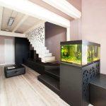 шкафът под аквариума е за съхранение на вещи