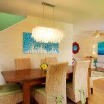 Красив полилей и пано украсяват трапезарията
