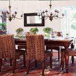 Маса от дърво и плетени столове