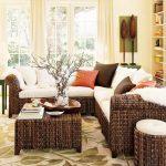 Дневен кът, обзаведен изцяло с мебели от екзотична дървесина