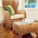 Плетени кресло и табуретка