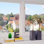 Прозорецът осигурява естествена вентилация в помещението под покрива...