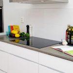 Кухнята е функционално оборудвана с всичко необходимо