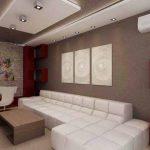 Кътът за отдих е решен с обемиста бяла мека мебел