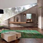 Ярък акцент с тревистозелен килим в дневната