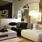 Декоративен облицовъчен камък като фон на мебелите