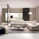 Бели мебели на бежово-кафяв фон