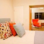 Тази спалня е с връзка към кабинета