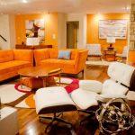 Дневна зона - мебелите са с дизайн, характерен за 50-те години на 20-ти век