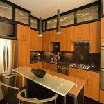 Стъкло и инокс за елегантна нотка в кухнята
