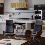 Кожени кресла със заоблени форми в дневната