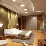 Спалня с окачен таван и дървени акценти