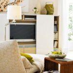 Шкафът е с плъзгащ се преден панел, разкриващ или затварящ - според желанието!