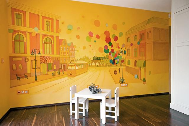 Цялата стена е специално изрисувана по идеи на детето